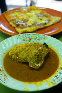 Egg roti with chicken curry at Abdul Roti, Thalang Road