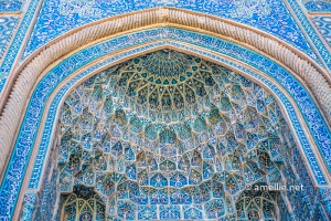 The beautiful mosaics of Jame Mosque